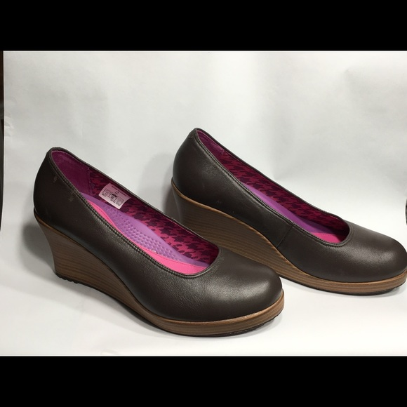 crocs brown and wood grain wedges